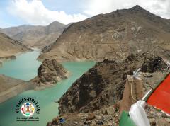Nous le trouvons beau, mais ce n'est pas un lac naturel, un barrage l'a créé, aussi il n'a de valeur aux yeux des Tibétains